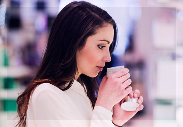 Fragrâncias em cosméticos: 2 maneiras simples de como perfumar formulações de forma segura